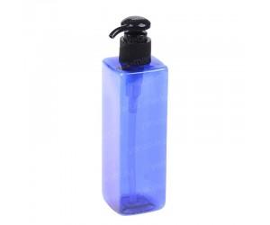 Пластиковый флакон синего цвета